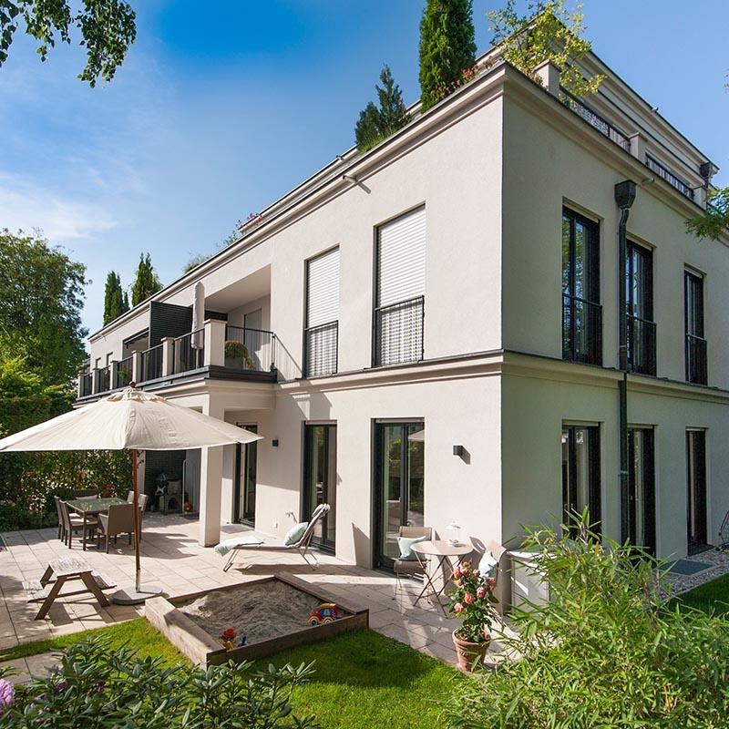 Moderne Villa - Exklusiv. Neuwertig. Bestlage. Sonniger Garten.