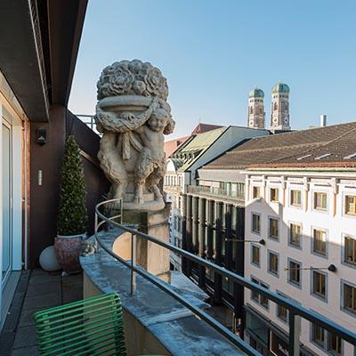 Blick Frauenkirche - Odeonsplatz. Dachterrasse. Rarität.